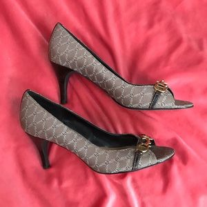 Brown pattern peep toe heels